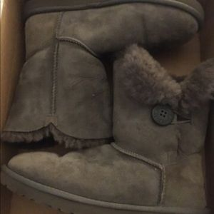 Accepting any offer Gray Uggs